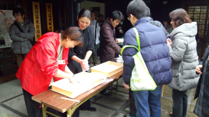 黒川温泉青年部イベント やまなみ太鼓&餅つき