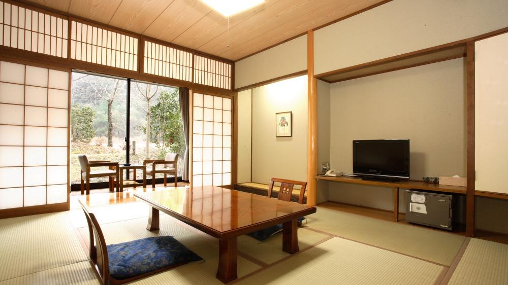 のんびり寛げる日あたりの良い静かな10畳の和室です