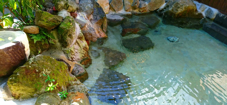 九重山系の山石露天風呂